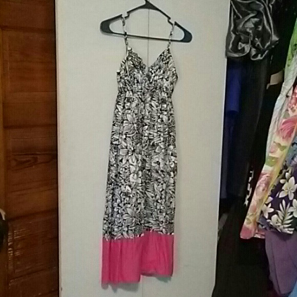 Aeropostale Dresses & Skirts - Black and white dress with pink at the bottom